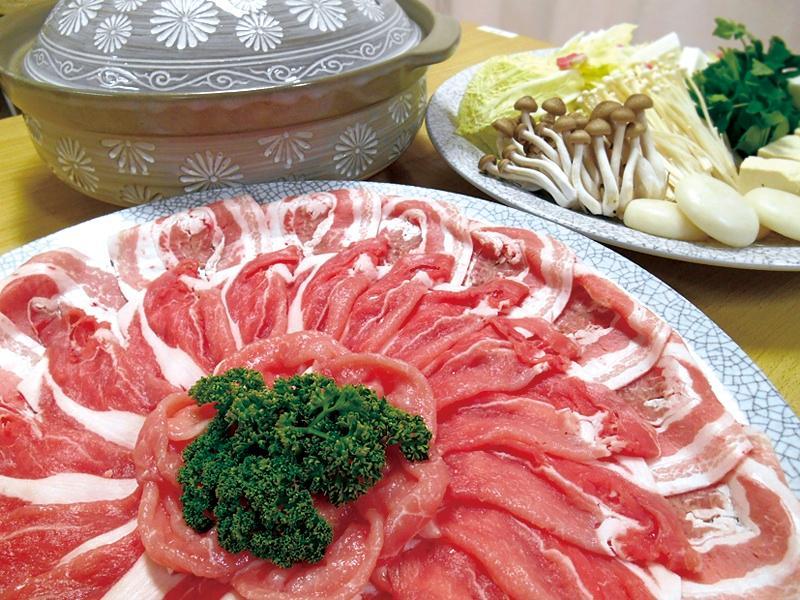 脂身が適度に含まれたしゃぶしゃぶ用の肉の写真