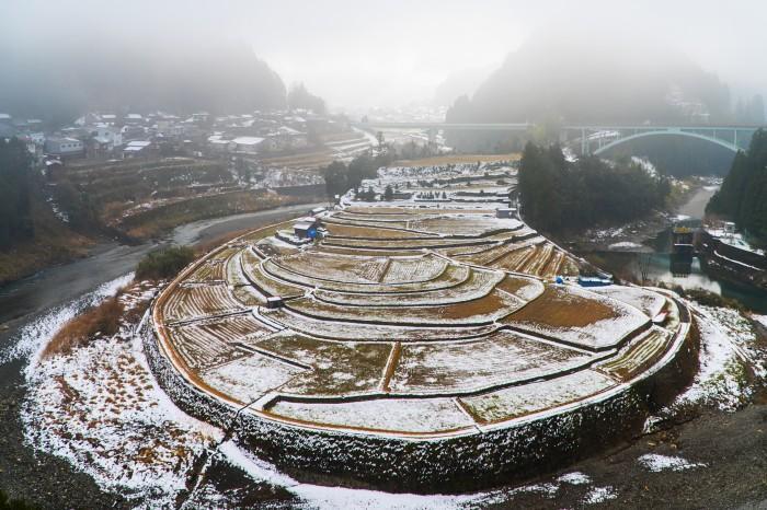 【町議会議長賞】上野山典男「朝霧のあらぎ島に雪が」
