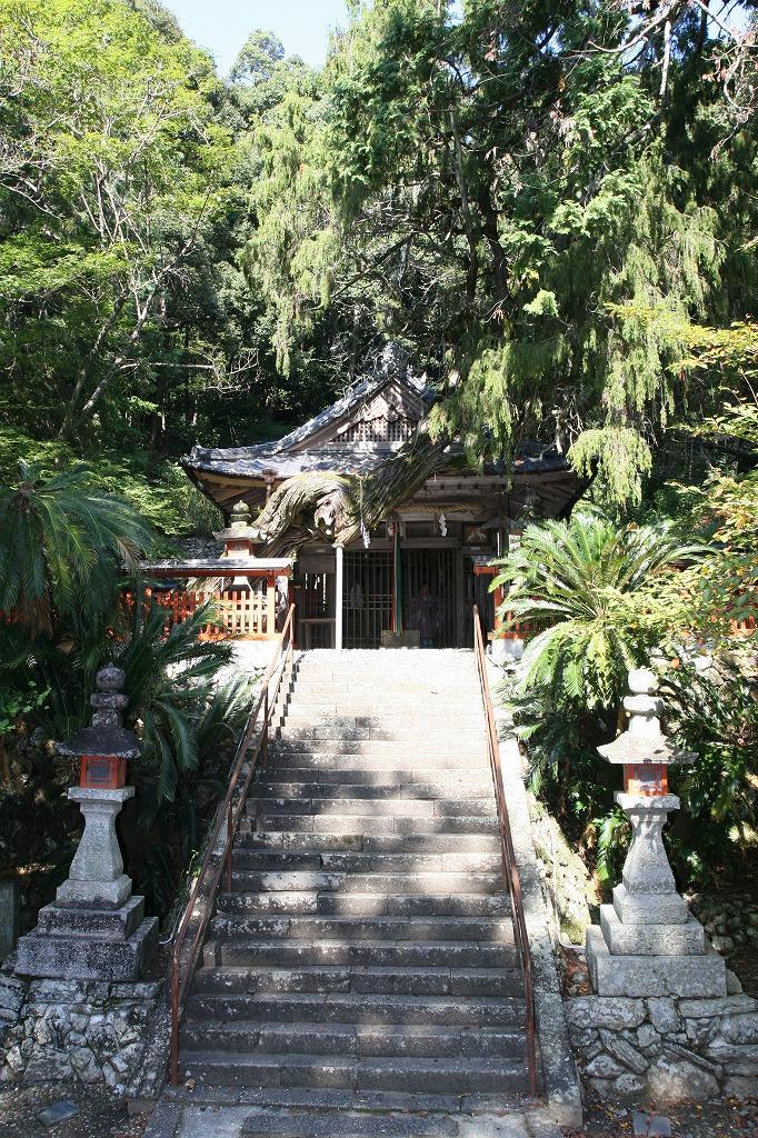 白岩丹生神社本殿